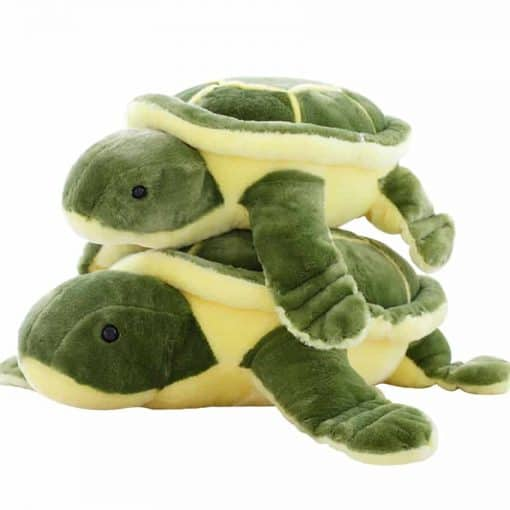 Deux peluches tortues vertes superposees
