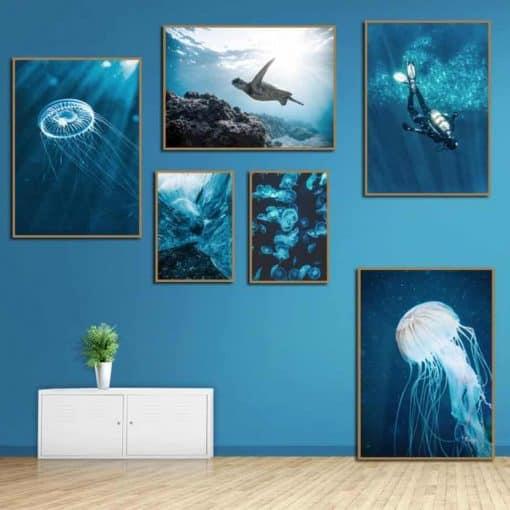 Différentes photos d'un univers marin avec tortue, méduse, plongeur