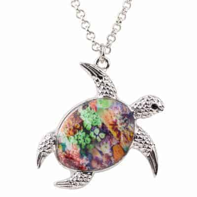 Collier tortue à motif corail multicolore