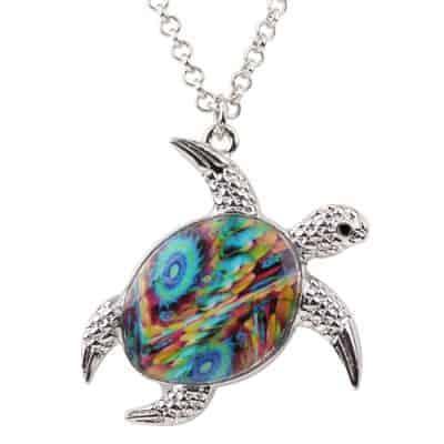Collier tortue à motif tie and dye multicoloe arc-en-ciel
