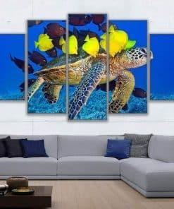 Tableau de tortue de mer pentatyptique avec des poissons