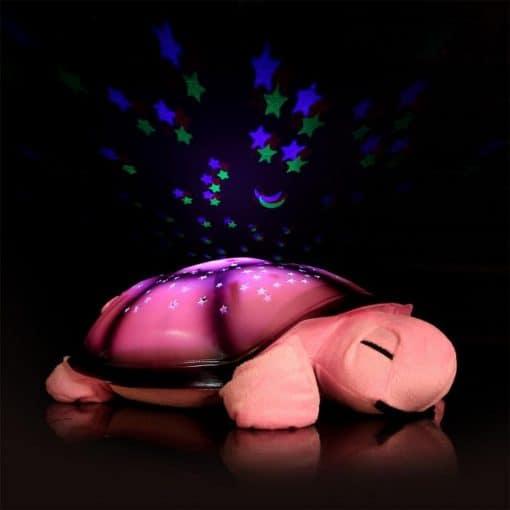 veilleuse tortue rose qui diffuse des étoiles