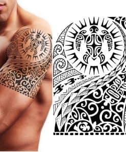 tatouage tortue tribal sur l epaule d un homme