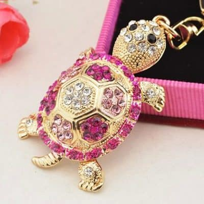 collier tortue sertie rose