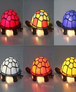 mosaîque de différentes couleurs de lampe tortue
